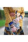 Beige-faux-fur-h-m-scarf-mustard-asos-blazer-off-white-asos-bag