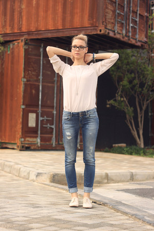 light pink H&M blouse - neutral Zara shoes - sky blue pull&bear jeans