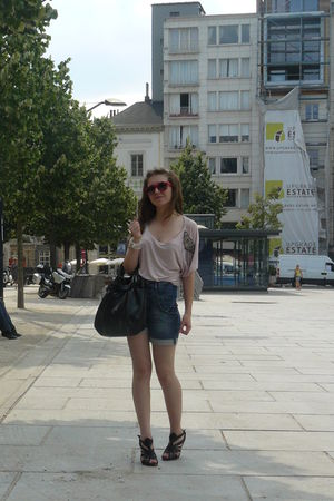 pink H&M blouse - blue H&M shorts - black Newlook shoes - red from berlin sungla