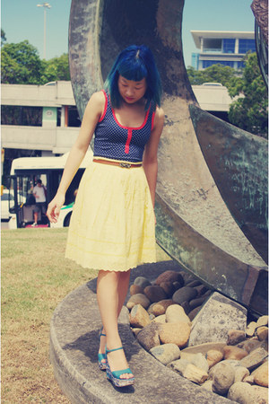 navy Valleygirl top - tawny valleygiril belt - light yellow Marcs skirt