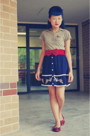red bow belt - dark khaki Arizona top - navy Temt skirt