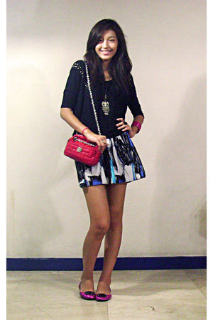 blue Tomato skirt - red Zara purse - black cotton on top - pink stella luna shoe