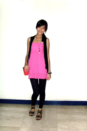 pink Greenhills dress - red Zara purse - black Greenhills vest - black People ar
