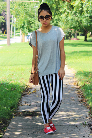 black striped TJ Maxx leggings - heather gray Forever 21 t-shirt