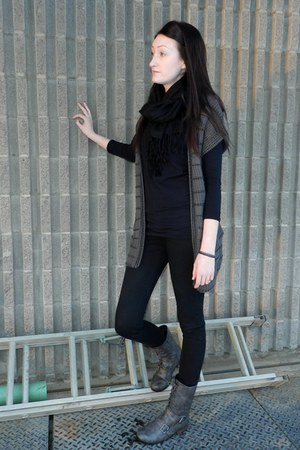 heather gray GoJane boots - black Alloycom pants