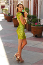 Chartreuse-dress-the-population-dress-gold-dailylook-heels