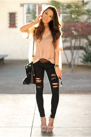 black similar bullhead black jeans - tan solilor girl sweater