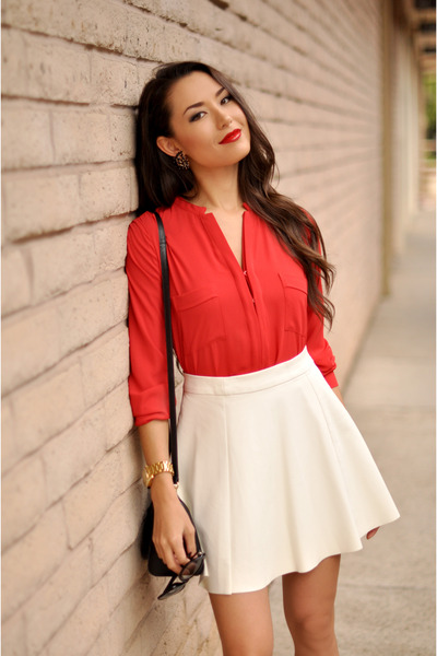 red Ro & De top - black coach bag - white pleather Dailylook skirt