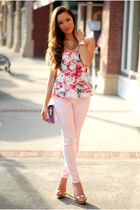 light pink Guess jeans - bubble gum Guess top - gold Dailylook heels