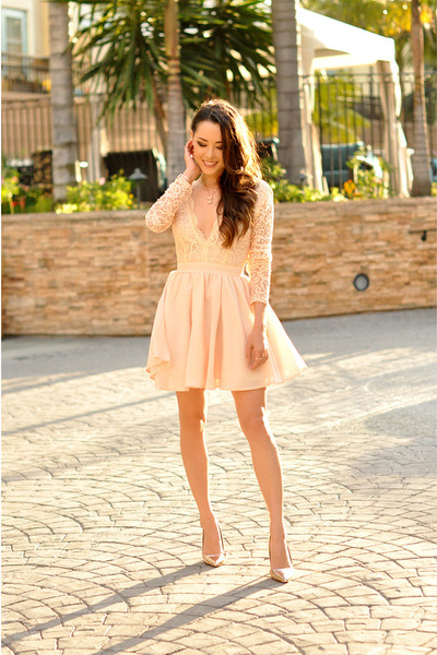 nude Missguided dress - nude coach accessories - nude Dailylook pumps