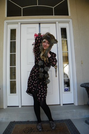 charcoal gray faux fur Claires hat - heather gray shiny kohls shoes