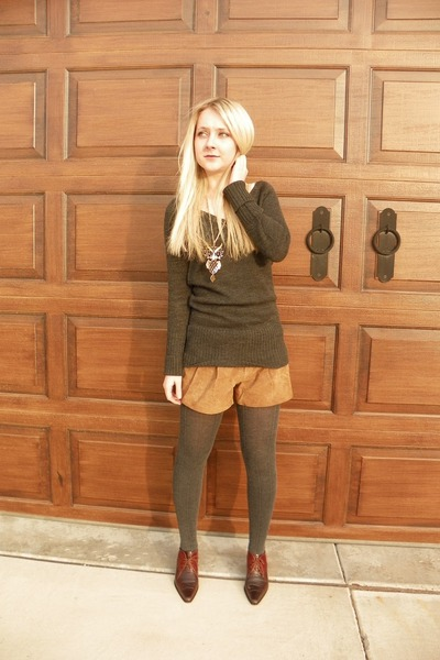 vintage Via Spiga boots - Forever 21 sweater - suede Forever 21 shorts