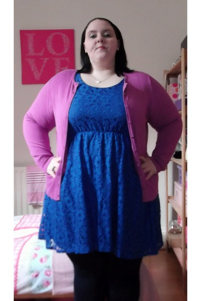 how to look cool with a navy blue lace dress