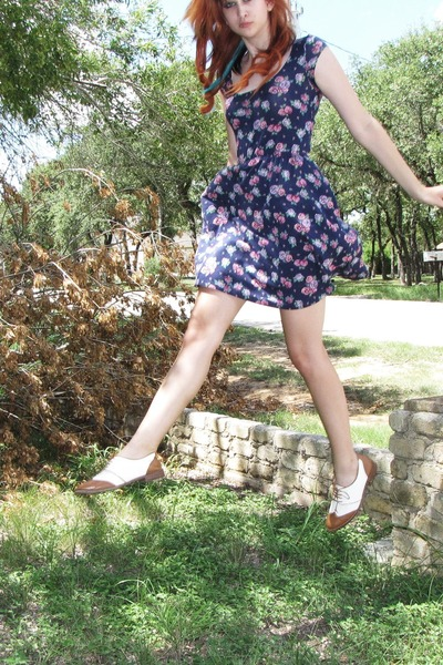shoes - navy floral print kirra dress