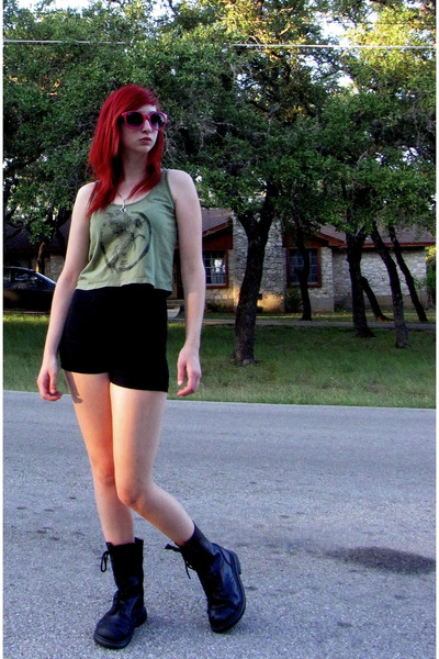 olive green tank Civil top - black combat boots boots