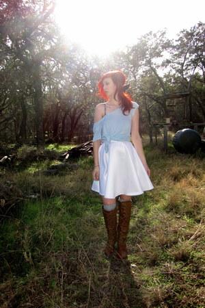 light blue oversized kirra t-shirt - tan knee high Breckelles boots