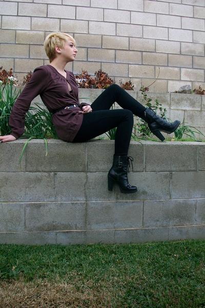 lochers top - Maxstudio leggings - belt - Guess shoes
