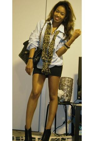 black bootie Steve Madden boots - light blue button shirt H&M shirt