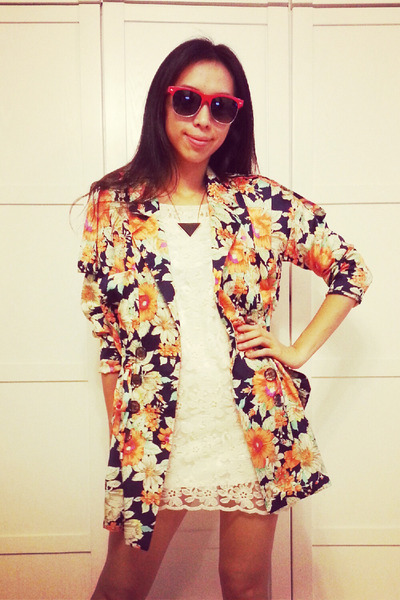 floral print jacket - milky lace dress