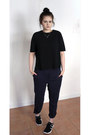 Black-cos-top-white-chanel-necklace-navy-cos-pants-black-nike-sneakers
