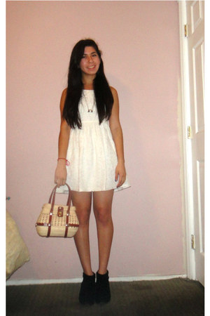 cream beige lace Forever21 dress - black black suede Miss Sixty boots
