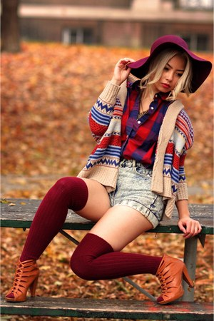 bronze braided Forever 21 shoes - maroon floppy H&M hat - camel Romwecom sweater
