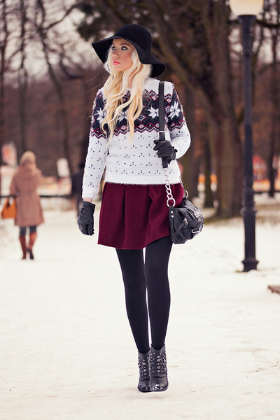 white Dressve sweater - black Beste-shop hat - brick red Dressve skirt