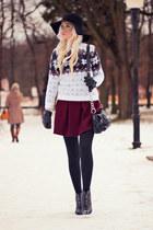 white Dressve sweater - black Beste-shop hat - brick red Dressve skirt