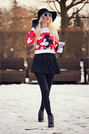 black Beste-shop hat - black Beste-shop skirt - red Beste-shop top