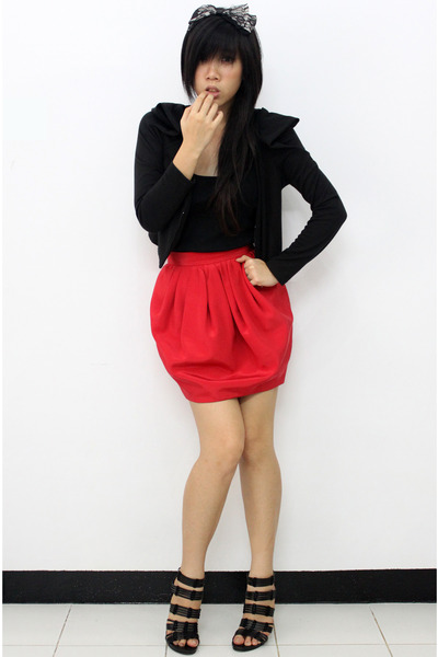 black winged blazer blazer - red baloon skirt Dorothy Perkins skirt - black lace