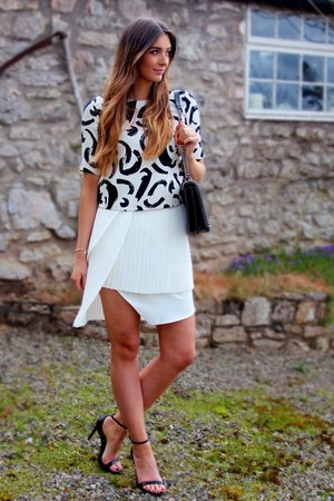 monochrome Zara top - leather Zara bag - pleated Front Row Shop skirt