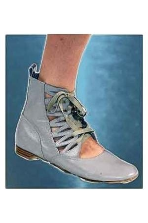 Ballet flat/lace-up/high-top?