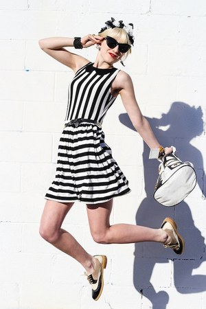 black inlovewithfashion dress - white vintage bag