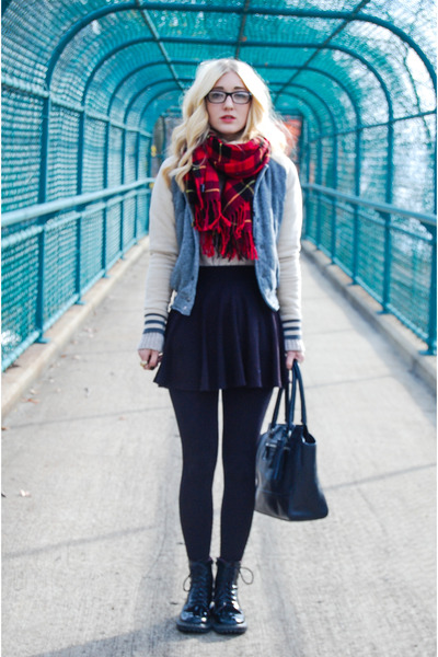 ruby red tartan H&M scarf