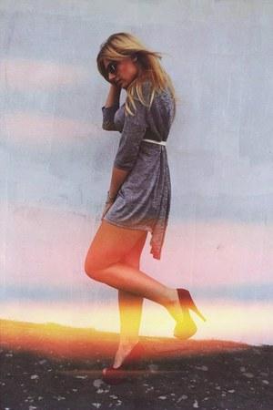 tan H&M skirt - hot pink deezee heels