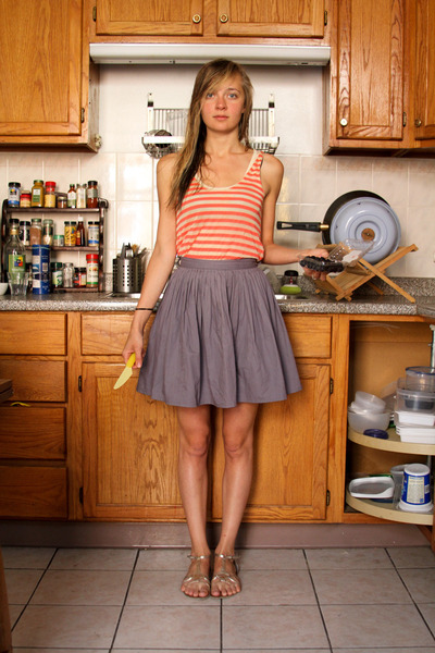pink vintage top - gray vintage skirt - gold Urban Outfitters shoes