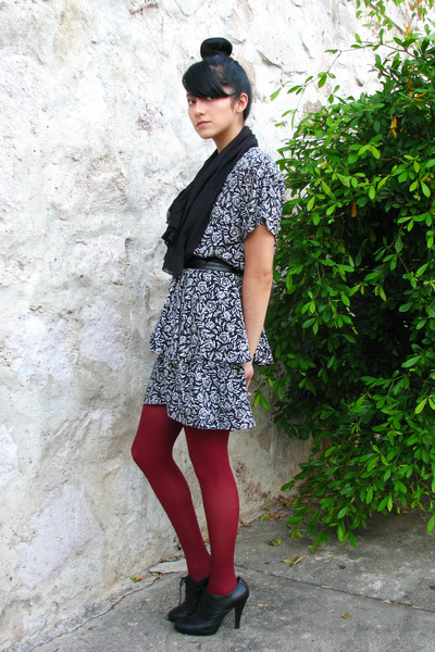 tights - unknown shoes - pattern vintage dress - circle scarf vintage scarf