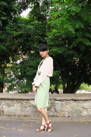 lime green a-line vintage skirt - dark brown leather flexi shoes
