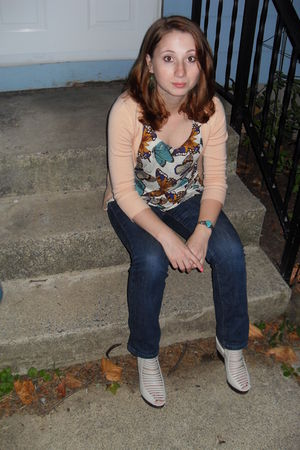 blue American Eagle jeans - white modcloth shoes - blue Forever21 shirt - beige