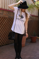vintage - Chanel purse - t-shirt - shorts