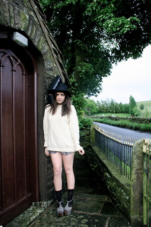 aran knit thrifted vintage jumper - asos hat - Topshop Boutique shorts