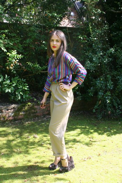 amethyst mums vintage blouse - tan vintage pants - deep purple Kurt Geiger wedge