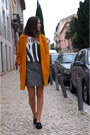 Mustard-zara-coat-black-bimba-lola-bag-white-zara-t-shirt