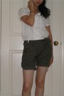 Shorts-white-cropped-page-boy-blouse-diba-sandals