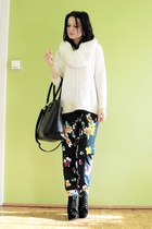 ivory reserved sweater - black bag - navy Pepco pants