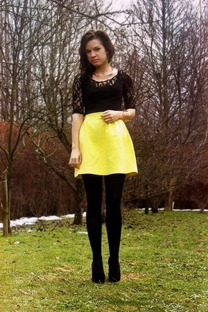 yellow Mohito skirt - black OASAP blouse