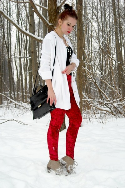 ruby red Terranova leggings - white Secondhand sweater - black Secondhand bag
