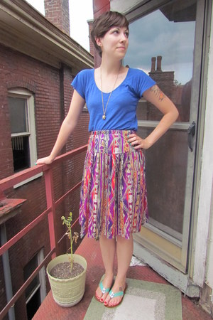 magenta thrifted skirt - blue Gap top - gold Temple St Clair for Target necklace