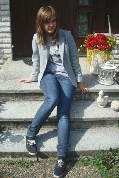 mums old blazer - second hand t-shirt - H&M jeans - H&M shoes
