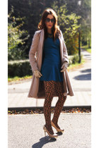 blue retro style Zara dress - beige geometric wool Sisley coat